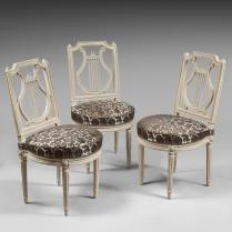 Suite de huit chaises à dossier lyre