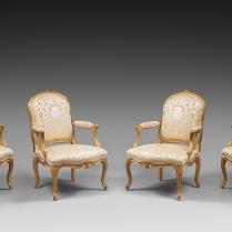 Suite de six fauteuils en bois doré