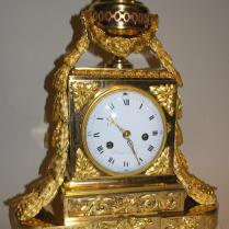Pendule dite « borne » en bronze doré