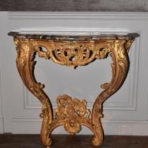 Petite console d'applique en bois sculpté et doré