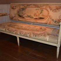 Canapé en bois finement sculpté